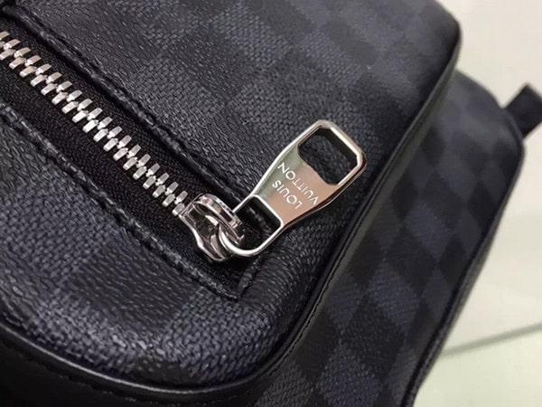The front exterior zip pocket