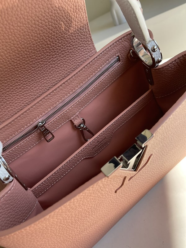 The great interior of this bag